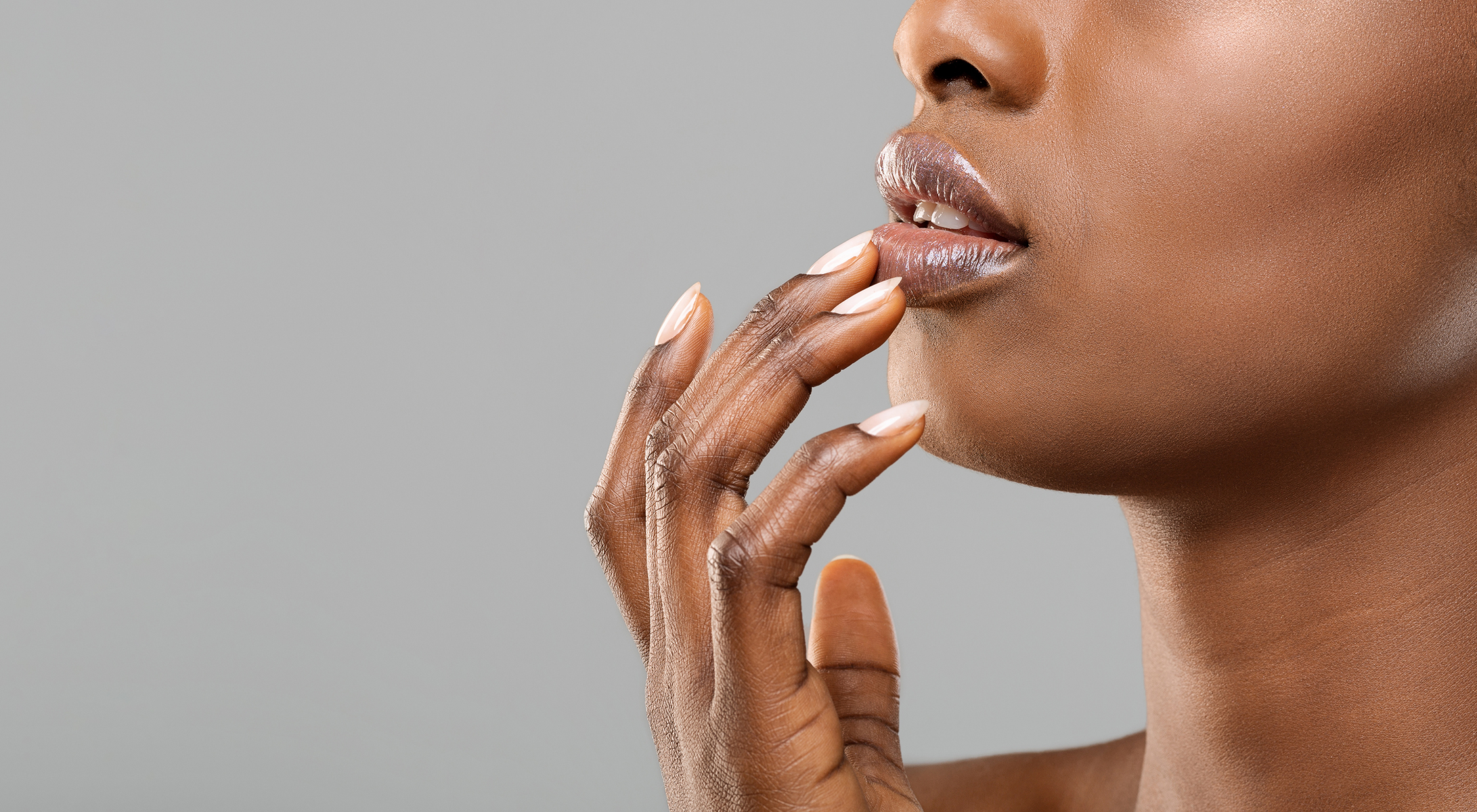 woman's lips and nails